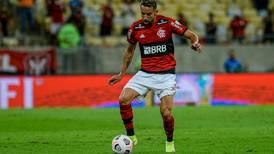 Mauricio Isla se impone ante las críticas en Flamengo: ovacionado por los hinchas y elogiado por su DT