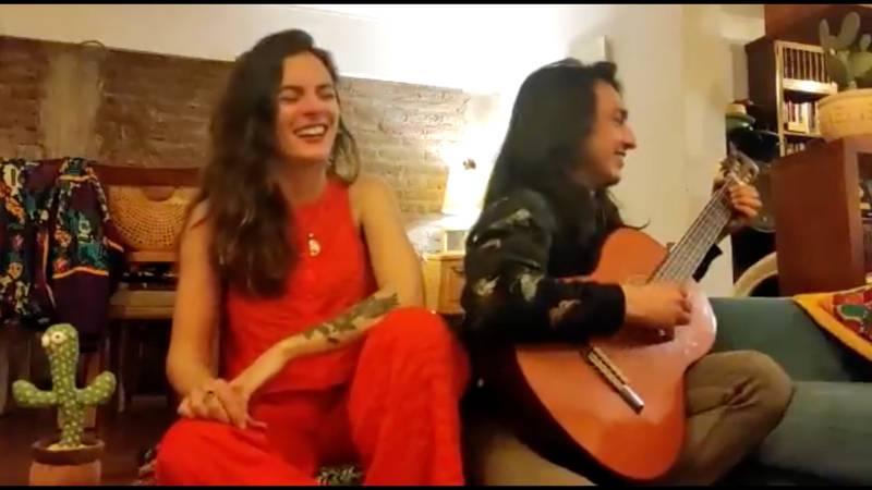 Camila Vallejo junto a Abel Zicavo