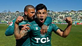 Wanderers logra un emotivo triunfo sobre Everton y mantiene viva la ilusión de quedarse en Primera