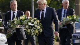 Johnson y líderes políticos británicos homenajean al legislador muerto a puñaladas por fanático en una iglesia