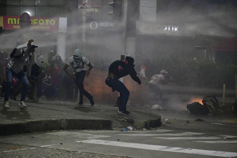 Protestas fuera del estadio Romelio Martínez de Barranquilla, mientras jugaban América de Cali y Atlético Mineiro