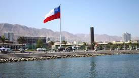 Instalan bandera y pantalla gigante en Antofagasta para esperar el fallo: se invitó también a agrupaciones bolivianas