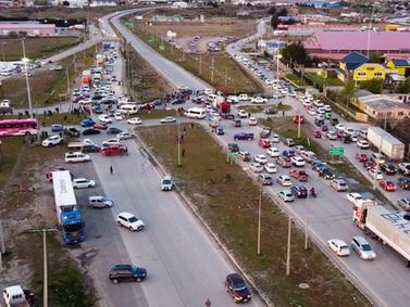 Punta Arenas se rebela ante el precio del combustible: cortaron la ruta de ingreso