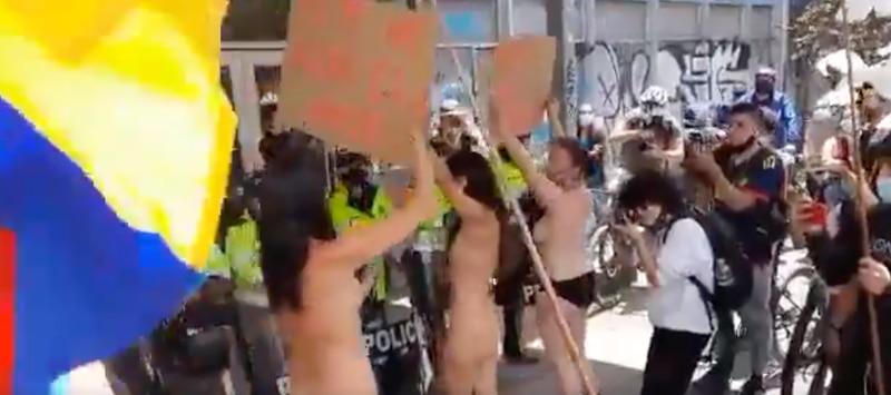 Protesta mujeres desnudas Colombia