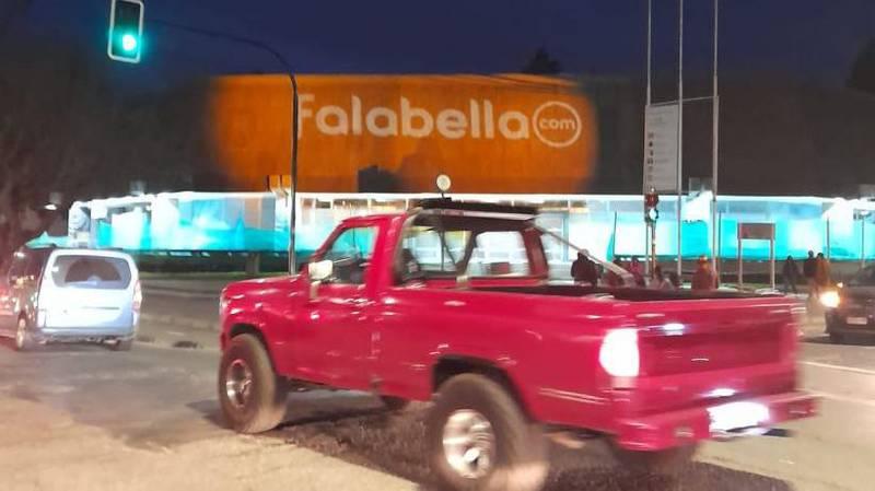 Falabella recibió un duro mensaje por esta proyección.