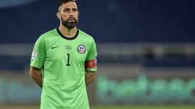 ¿Vuelve a Chile? En España aseguran que Claudio Bravo puede regresar a Colo Colo