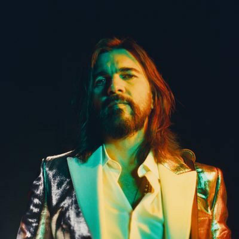 Con el comunismo se manifestó Juanes.