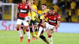 """""""Fue más tímido de lo habitual"""": así evaluaron en Brasil el desempeño de Isla en la semifinal de la Libertadores"""