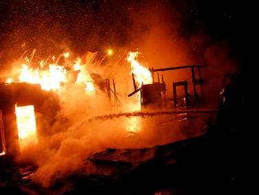 Incendio en campamento de Viña del Mar: un fallecido y dos viviendas afectadas