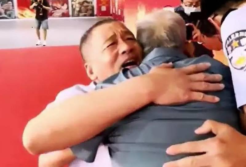 El padre abrazando al hijo perdido.